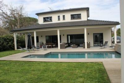 Maison contemporaine toit plat avec étage T6 à Bressols - Maitriz ...